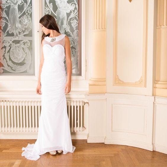 Nobles Perlen Hochzeitskleid mit freiem Rücken                                       www.gloria-agostina.com                            www.gloria-agostina.com/de