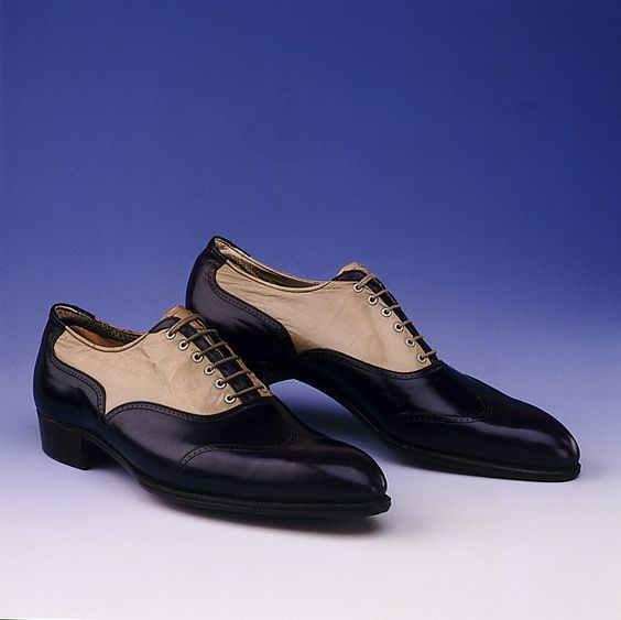 Men's blue and beige leather Oxford shoes worn in the 1920s