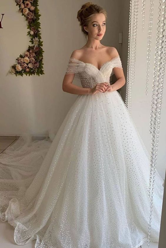 7 Bridal Fashion Trends and What Venue They Look Best In (2021-2022) 10