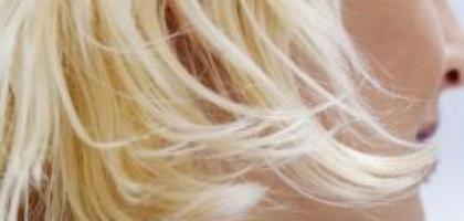 Cómo tratar el cabello decolorado y dañado en casa   eHow en Español