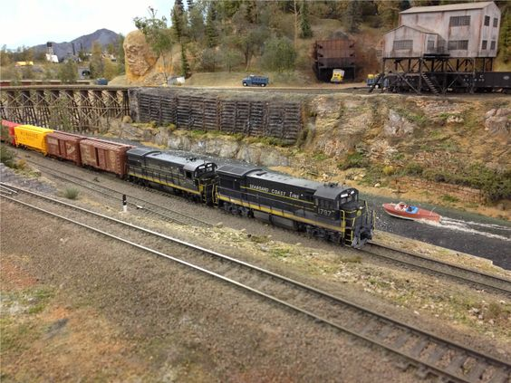 SCL U36B Locomotives At Suncoast Model RR Club