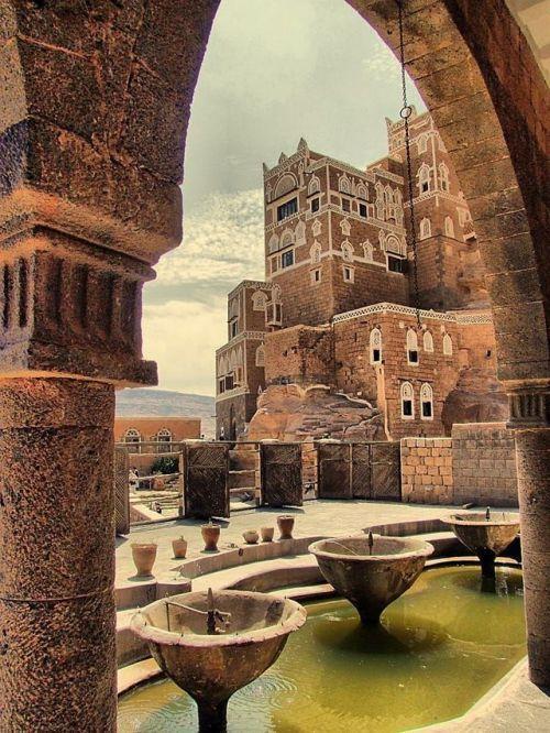 Qasir Ghumdan Sana A Yemen Ghumdan Palace The World S Earliest Palace And Skyscraper Built In The 1st Century By The King Amr Yemen Architecture Socotra