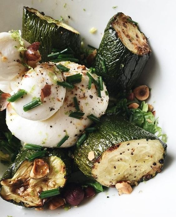 Zucchini and burrata salad at La Fiancée in Toulouse. #regram from @cafelafiancee. Tag your pics with both #lefooding and @lefooding and we'll regram our favorites!