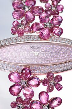 Montre Haute Joaillerie composée de 140 saphirs roses taille briolette 88 carats, 208 saphirs roses et de diamants taille brillant 2 carats, Chopard.