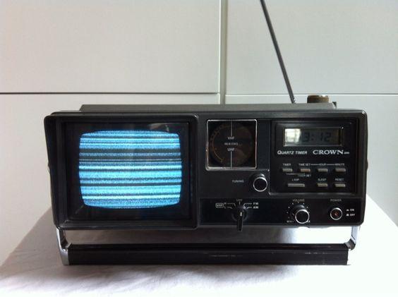 """""""Transistor-TV/Radio. Funktioniert einwandfrei u. sieht gut aus. Für Küche, Hobbykeller, Camping (Batteriebetrieb!)."""""""