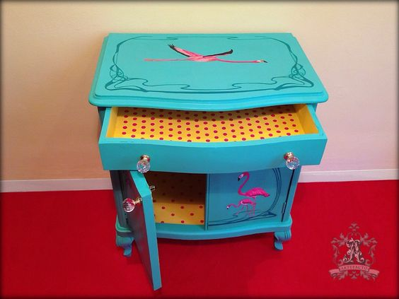 Pink Flamingos - Queen Anne - Table   artefacto.contact@gmail.com