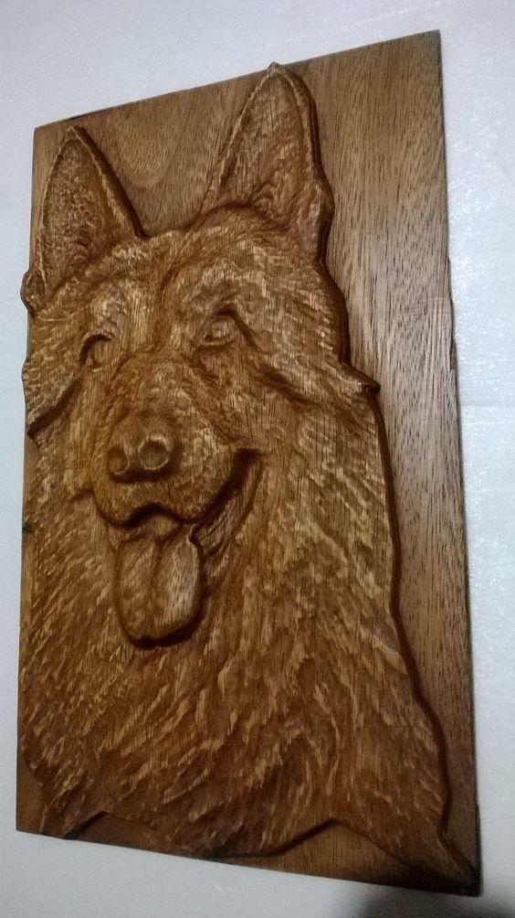 Cabeza de perro ovejero alemán tallado en madera con router CNC