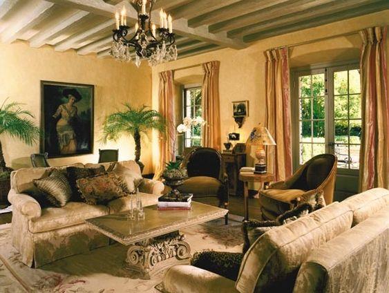 C mo decorar un sal n con estilo cl sico colonial y for Living estilo clasico