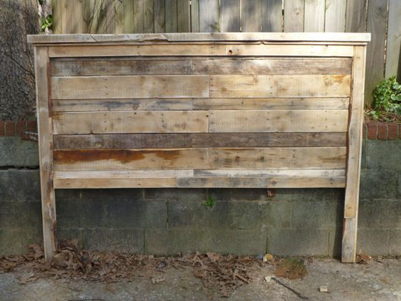 Pallet  Farmhouse style headboards King Size, too cute.  What is it with pallet furniture these days?  HAve all the old barns been made into furniture already?