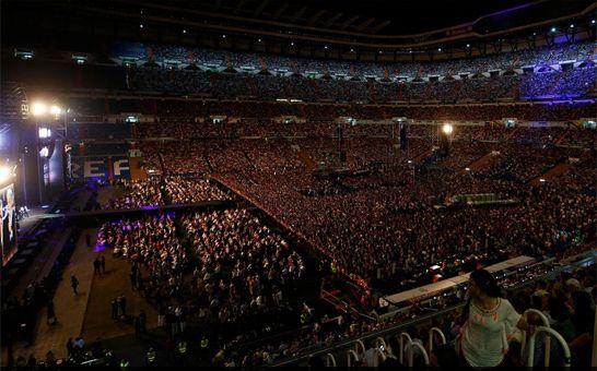 Plácido Domingo llena el Bernabéu en un concierto en el que cantó poco