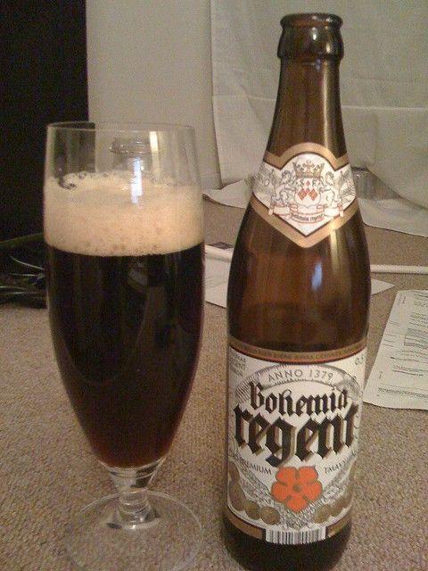 Cerveja Bohemia Regent Tmavý Ležák, estilo Munich Dunkel, produzida por Pivovar Regent, República Tcheca. 4.4% ABV de álcool.