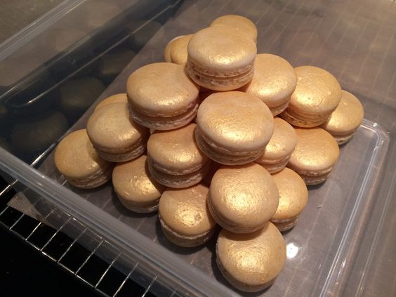 Golddusted champagne macarons