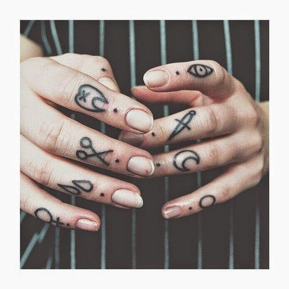 40 Tatuajes para dedos, sencillos y perfectos | Belagoria | la web de los tatuajes
