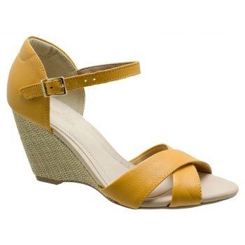 Sandália Anabela Usaflex Couro Caprina Amarelo. Fivela dourada na lateral que facilita o calce. Forro bege, palmilha bege. Salto anabela 8 c...