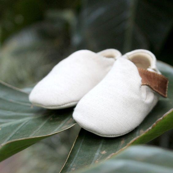 #LIFE o sapatinho para recém nascido feito de algodão fofinho, é puro conforto para o pezinho delicado e frágil da vida que acaba de chegar!