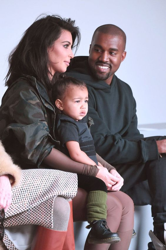 Kim Kardashian Was Seen Crying After She Saw Kanye West Face To Face For The First Time In Weeks In 2020 Kanye West Family Kanye West And Kim Kim Kardashian And Kanye