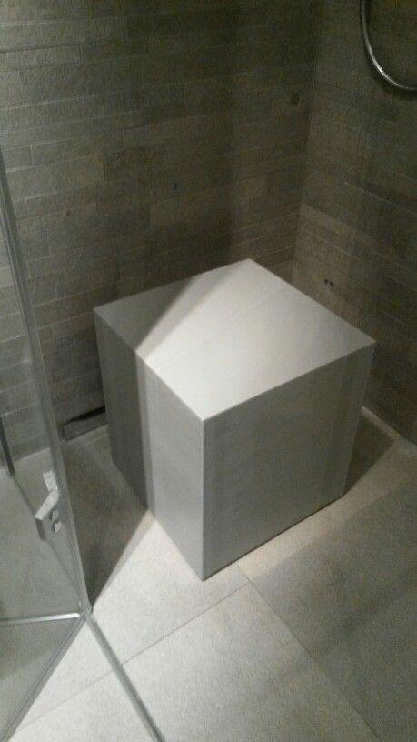 Welbie sanitair een mooie poef voor in de badkamer die nog lekker zit ook de cleopatra flex - Een mooie badkamer ...
