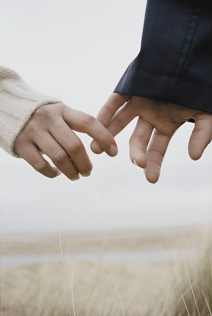 Um relacionamento com amor, até com um olhar se entendem, quando falta amor nem com todo vocabulário se compreendem.: