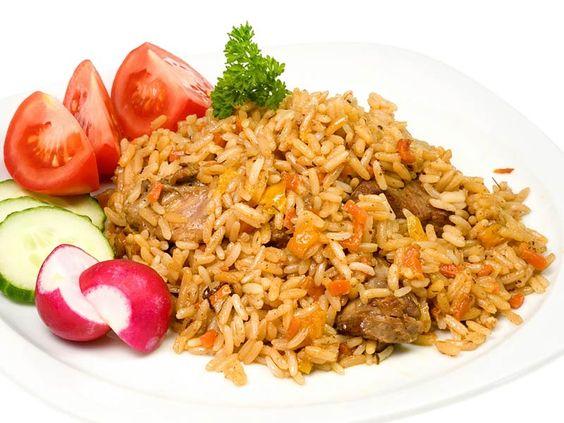 Pilaw – ein leckeres Reis Fleischgericht   Pilaw ist unter verschiedenen Namen bekannt, es wird auch Pilau, Plow oder Plov genannt. Es ist ein ursprünglich orientalisches Reisgericht bei dem der Reis mit Zwiebeln und Fleisch (manchmal Fisch) und Gemüse zusammen gekocht wird.   http://einfach-schnell-gesund-kochen.de/pilaw-oder-plov-oder-plow/