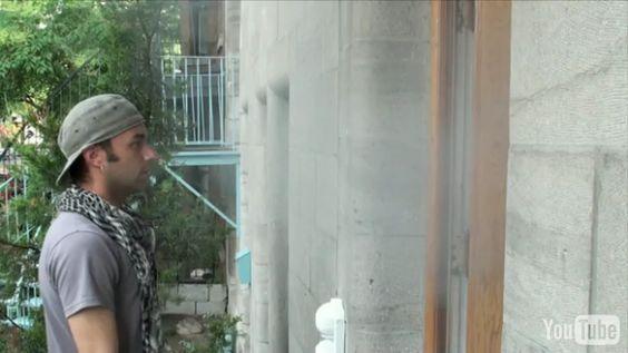 Nico, fraîchement arrivé à Montréal, a son après midi bien chargée; Il visite des appartements. Le soleil décline en même temps que sa motivation lorsque soudainement, un signe du ciel vient placer Roch sur sa route.