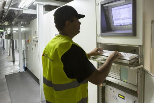 Η ΑΚΤΩΡ FM αποδεικνύει έμπρακτα ότι πρωτοπορεί στο χώρο της διαχείρισης εγκαταστάσεων εφαρμόζοντας ολοκληρωμένες υπηρεσίες και καινοτόμες πρακτικές. Ο Διεθνής Αερολιμένας Αθηνών αποτελεί ένα τυπικό παράδειγμα. Η AKTΩΡ FM είναι υπεύθυνη για τη συντήρηση του Συστήματος Διαχείρισης Αποσκευών του Διεθνούς Αερολιμένα, διαθέτοντας τεράστια εμπειρία στις καινοτόμες λύσεις που απαιτούνται για τους χώρους των αεροδρομίων.  #aktorfm #facilitymanagement #energymanagement #energyoptimization…