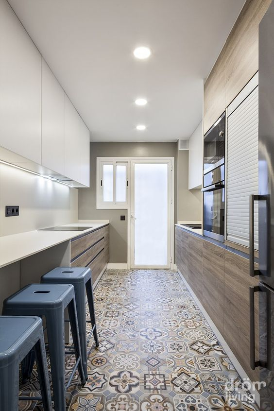Mosaicos barcelona and colores on pinterest - Reforma piso completo barcelona ...