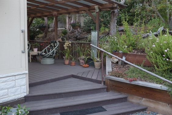 Love the shallow wide stairs leading to the deck.