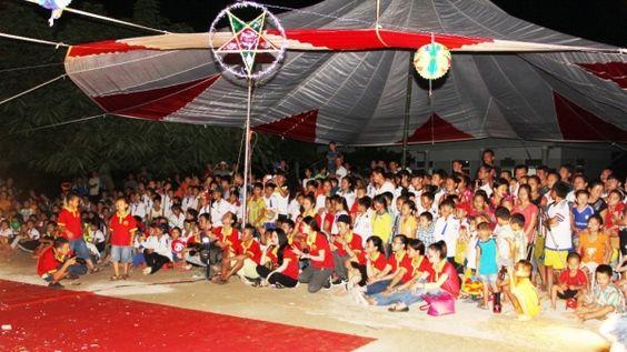 Dù che trong Sự kiện Tết Trung Thu của học sinh nghèo xứ Nghệ