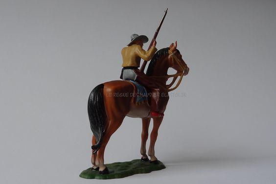 Hausser Elastolin ref : 6994 Cowboy avec sa carabine et scrutant l'horizon 2ème peinture