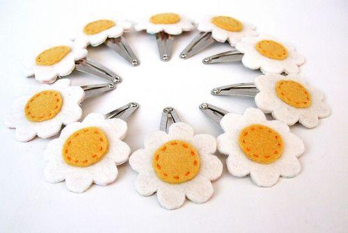Sewing felt daisy hair clips