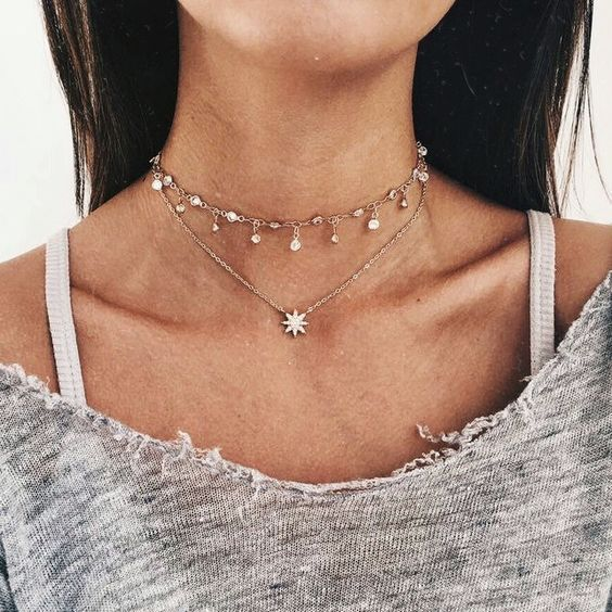 We are such huge fans of dainty jewelry pieces!