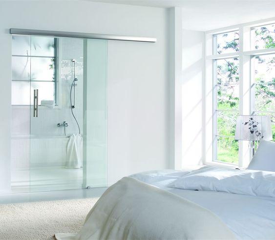 Puerta de cristal corredera en baño