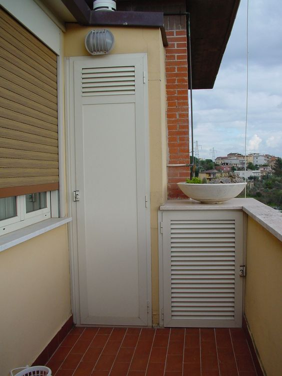Armadio da balcone con pannello i bachelite e ventilazione for Mobili da terrazzo in legno