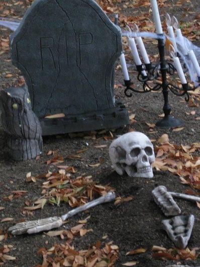 Halloween Graveyard Props   Name: halloween 2012 graveyard a.jpgViews: 201Size: 97.2 KB