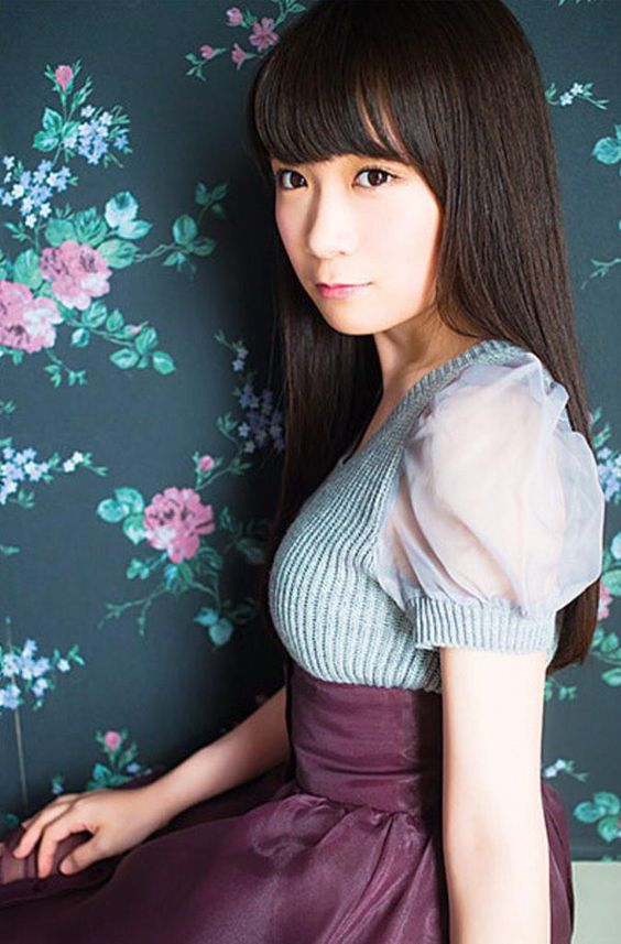 シースルー服のかわいい秋元真夏