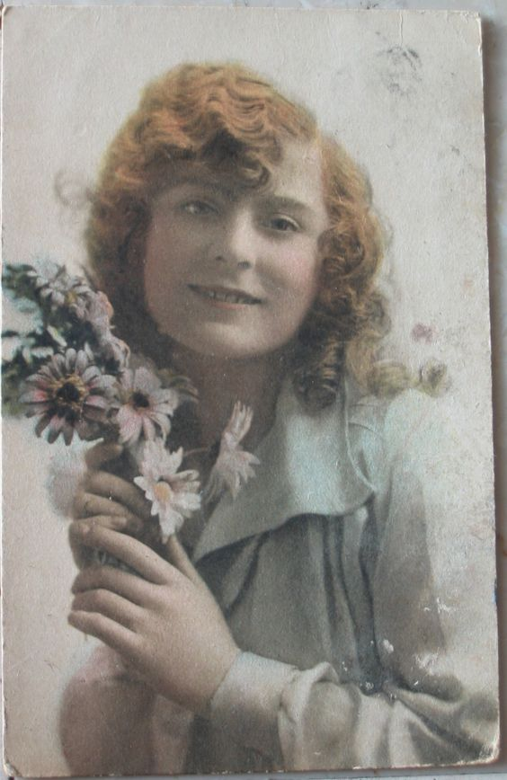 1920 MARGUERITE Raphael Tuck &Sons'Hand- coloured photogravure pposcard 4271 art ublishers to their majesties the kin & qeen prited in England cartolina con francobollo Italia da 10 cent.