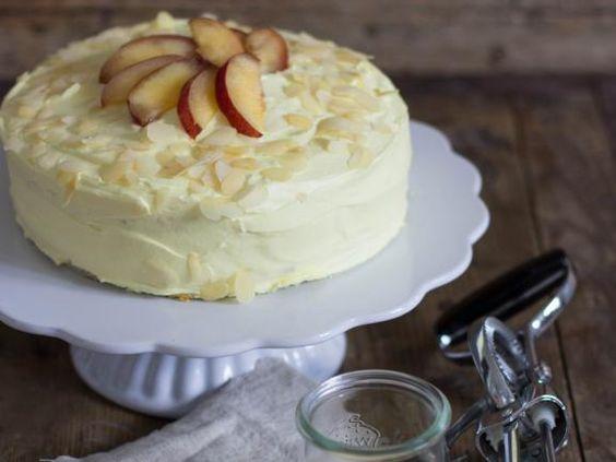 Buttercreme Torte http://www.fuersie.de/kochen/foodblogger/artikel/pfirsich-buttercremetorte-rezept