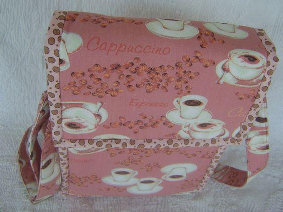 Lunch Bag ou Lancheira térmica feita tecido 100% algodão e forrada com tecido térmico. Fechamento com velcro. Alça tipo tiracolo regulável. <br> <br>Mede aproximadamente 18cm de largura, 23cm de altura e 10cm de profundidade.