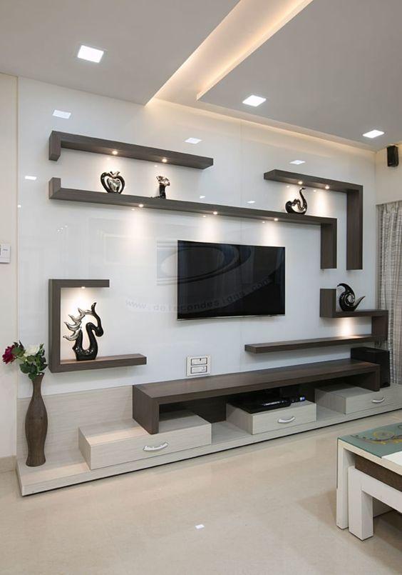 Sala também acompanha iluminação embutida nas próprias prateleiras.