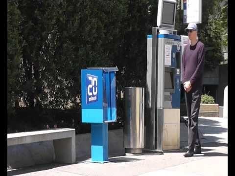 """VIDEO NR. 3 - Ein weiteres Beispiel für die """"3x1"""" Gehmeditation, diesmal an einer Bushaltestelle. Ist bewusstes Gehen immer langsames Gehen? Wie gehe ich mit dem Ärger um, den Bus verpasst zu haben? Wie kann mir Gehmeditation dabei helfen? Um diese Fragen geht es. Erstmals ab diese Video: speziell komponierte Musik des Mailänder Pianisten Vincenzo Parisi."""