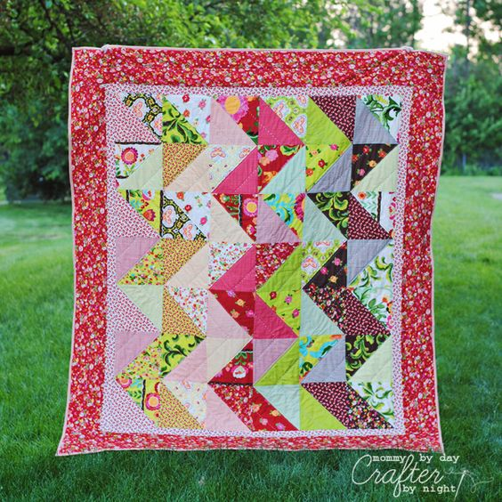 Mommy by day Crafter by night: Zig Zag Quilt Along