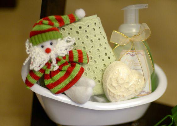 Noel na Banheira, com sabonete de espuma, sabonete de renda e toalha.