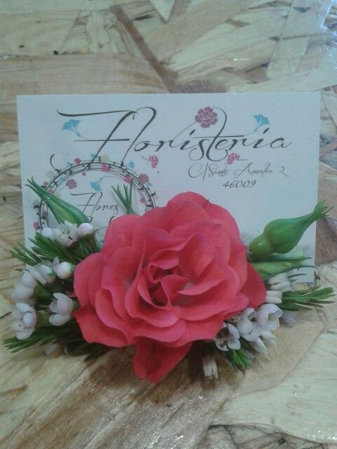 Tocado flor natural. By Blanca. Floristeria Blue Bell