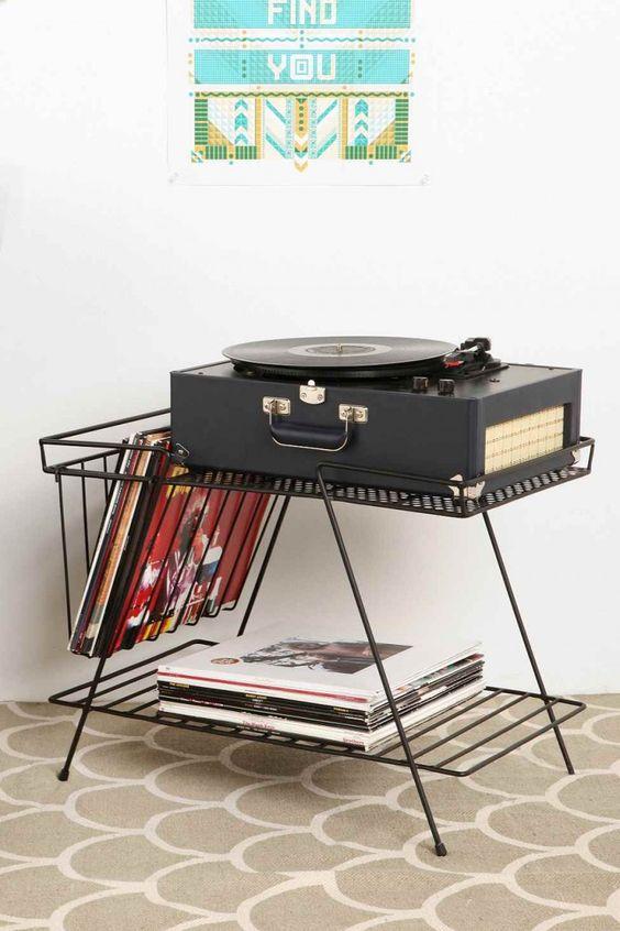 34 id es d co pour ranger des vinyles ranger et cuisini res appareil - Tourne disque urban outfitters ...