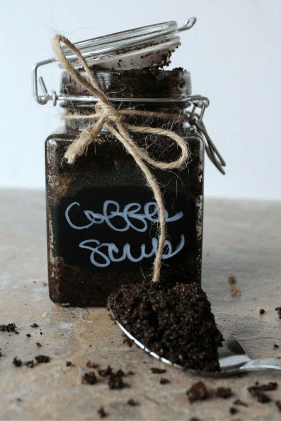 Zucchero di canna, caffè e olio d'oliva per la cellulite