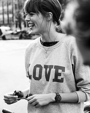 Sorrisi e mi voltai, lasciando indietro ciò che più non mi apparteneva, non era una rinuncia ma nuovi orizzonti da percorrere.Floriana Antonelli