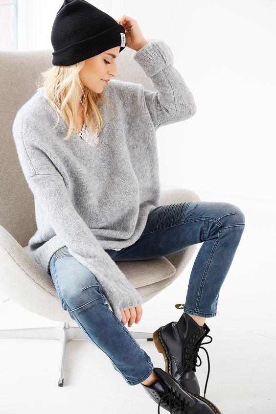 casual winter outfit von aboutyoude idol carodaur mit markanten boots zum kuscheligen oversize. Black Bedroom Furniture Sets. Home Design Ideas