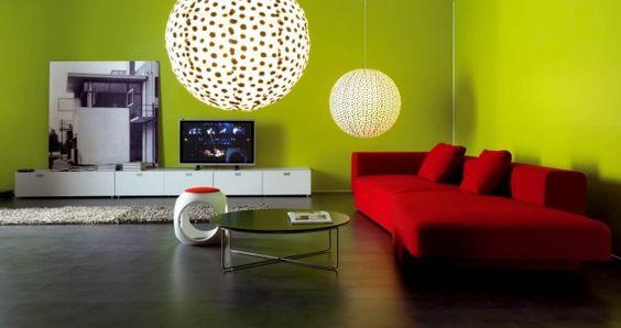Verde e rosso - Come abbinare i colori delle pareti al divano rosso.