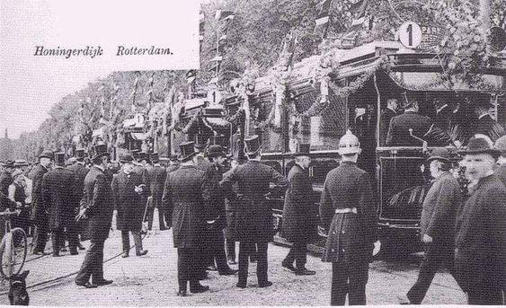 18 september 1905.....De eerste elektrische tram werd feestelijk ingewijd op de Honingerdijk....Dit was lijn 1....deze volgde de route Honingerdijk - Park.