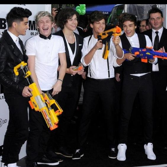 Of course Niall and Zayn are laughing (: